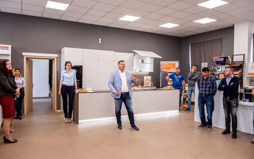 Catalin, reprezentant Metalcom, prezentand noul showroom